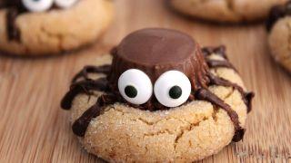 Halloween Cookies | Peanut Butter Spider Cookies | Mommy Musings