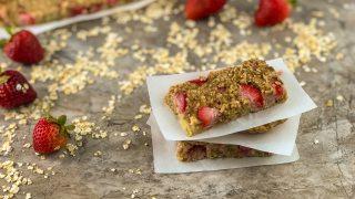 Oatmeal Bars with Strawberry and Banana