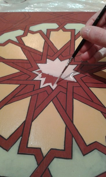 Painting traditional Moroccan Zouaq