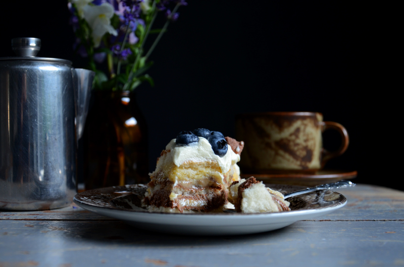 lagkage-m-banan-chokolademousse-blaabaer-foedselsdagskage-opskrift-by-blikfang-4