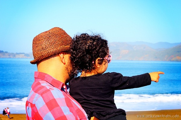 Father_and_daughter_on_the_beach