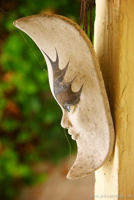 Hanging mask