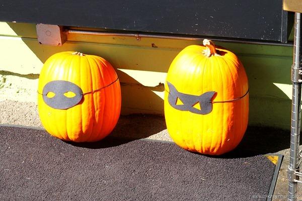 Masked_pumpkins-unknownmami