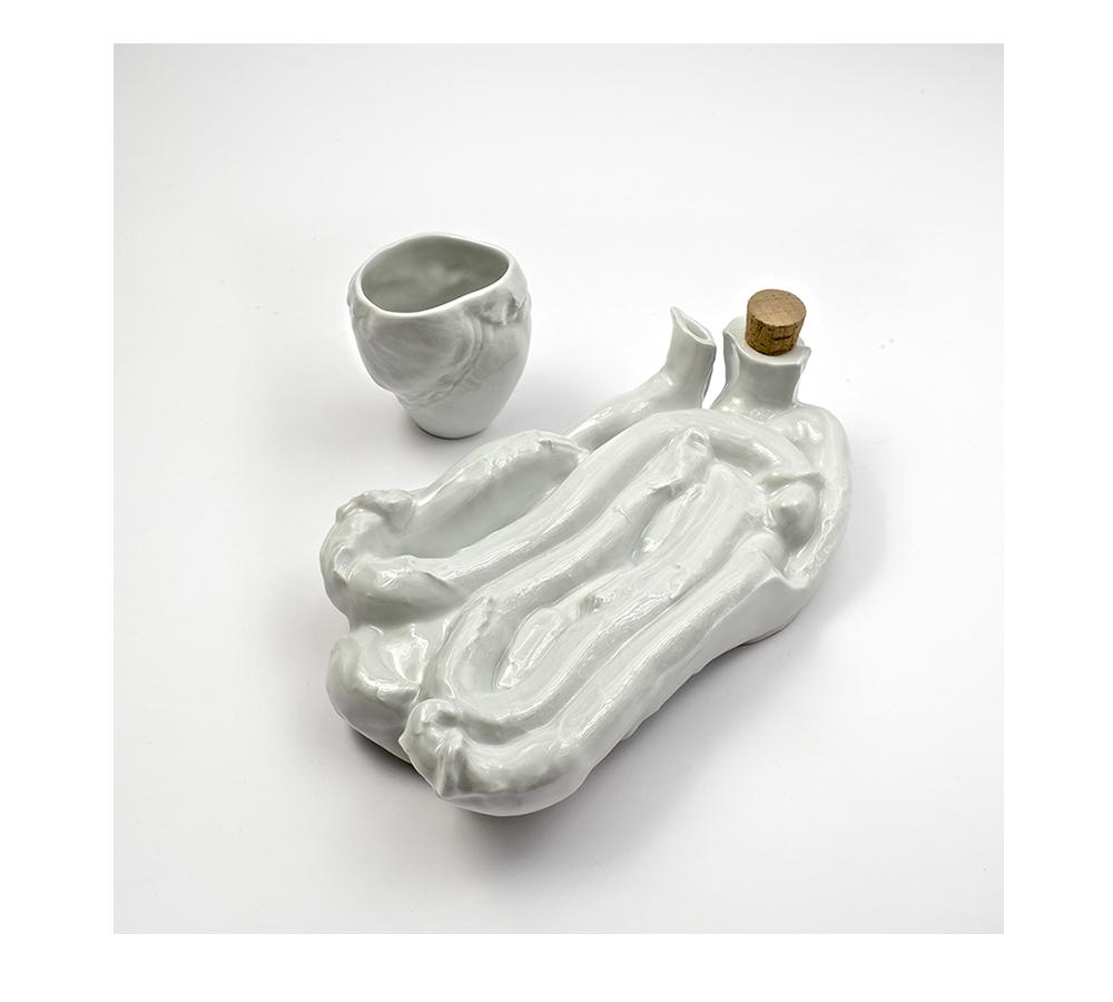 Marre Moerel, jarra de vino realizada con intestinos