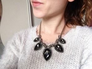 collier porté