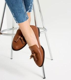 http://www.zara.com/fr/fr/femme/chaussures/chaussures-plates/chaussures-plates-%C3%A0-pompons-c269196p3610162.html
