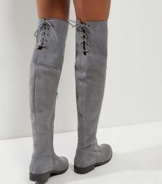 http://www.newlook.com/fr/c/grey-suede-over-thee-knee-boots-/p/382373104