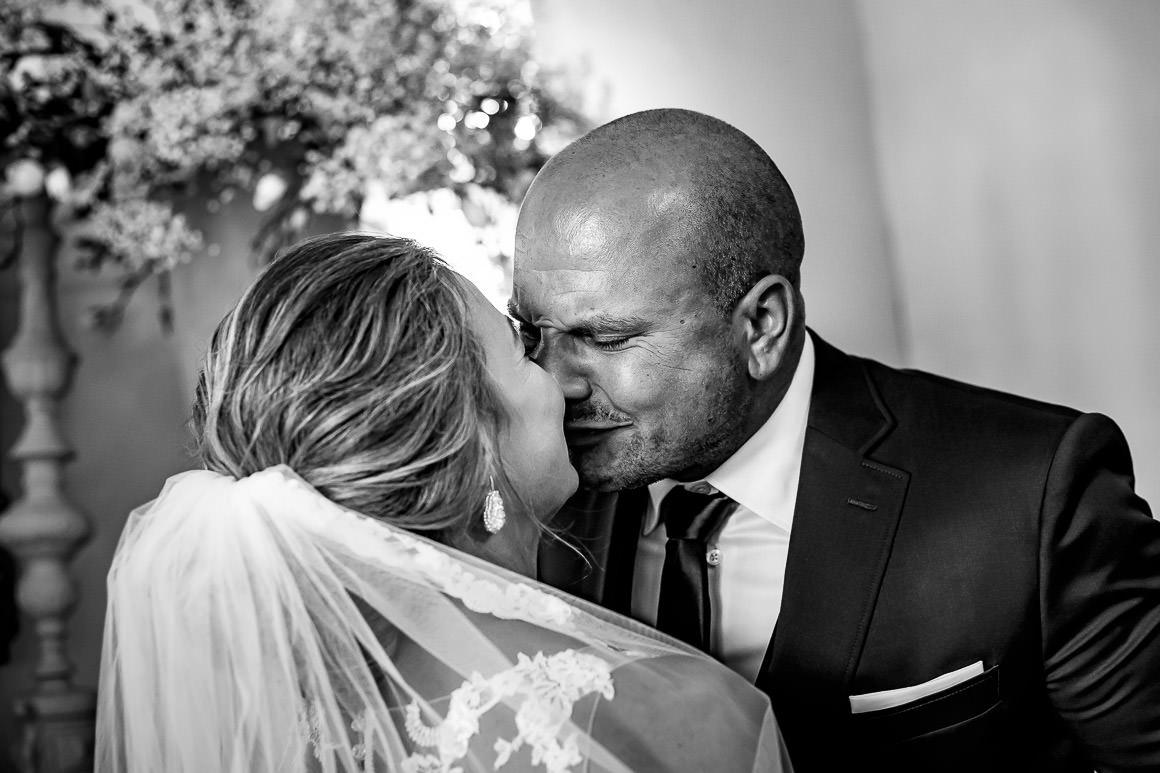 de eerste kus als getrouwd stel
