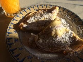 Bananpandekager med flormelis.