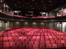 På den store scene i Aalborg Teater.