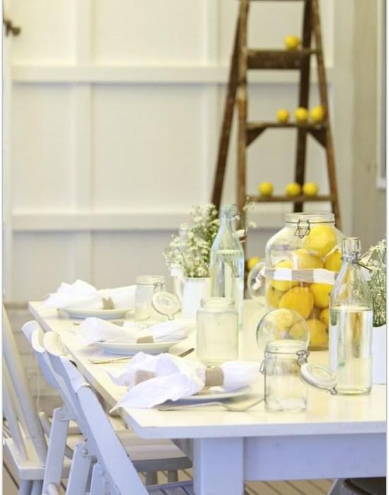 Nydelige vårpyntede bord
