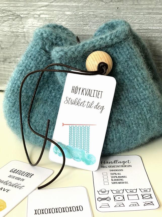 Små strikkeposer og morsomme gavelapper
