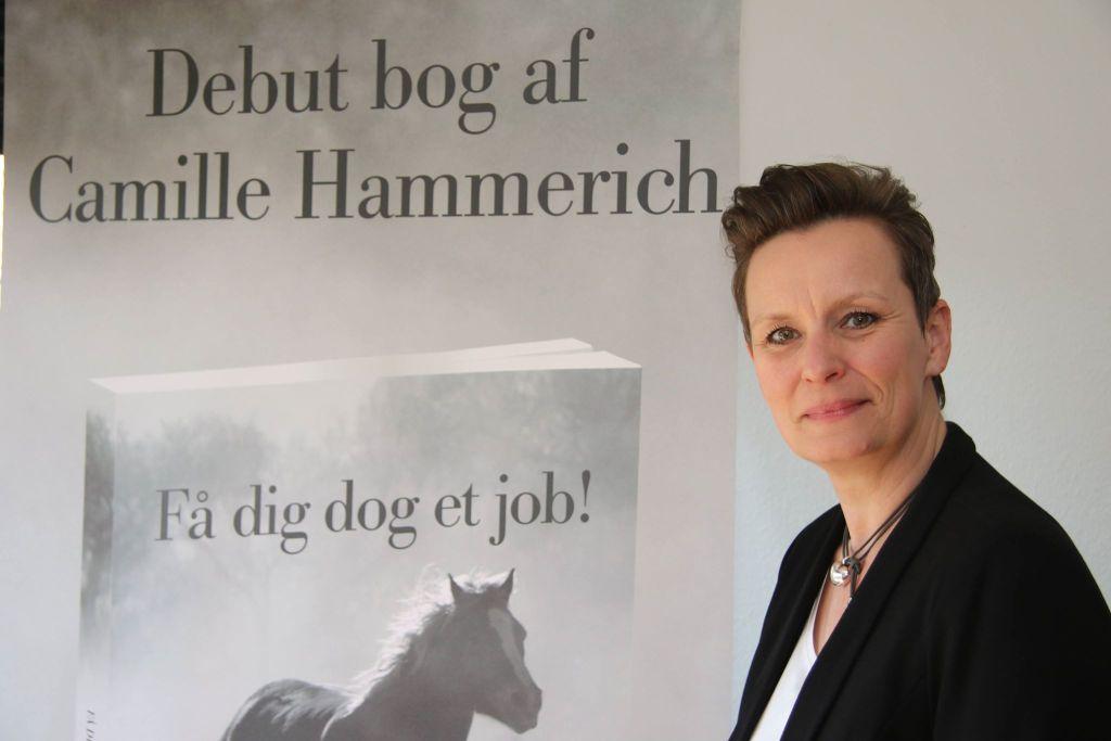 Få dig dog et job af Camille Hammerich