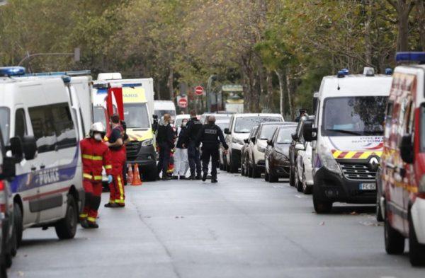 В Париже несколько человек получили ножевые ранения в ходе ...