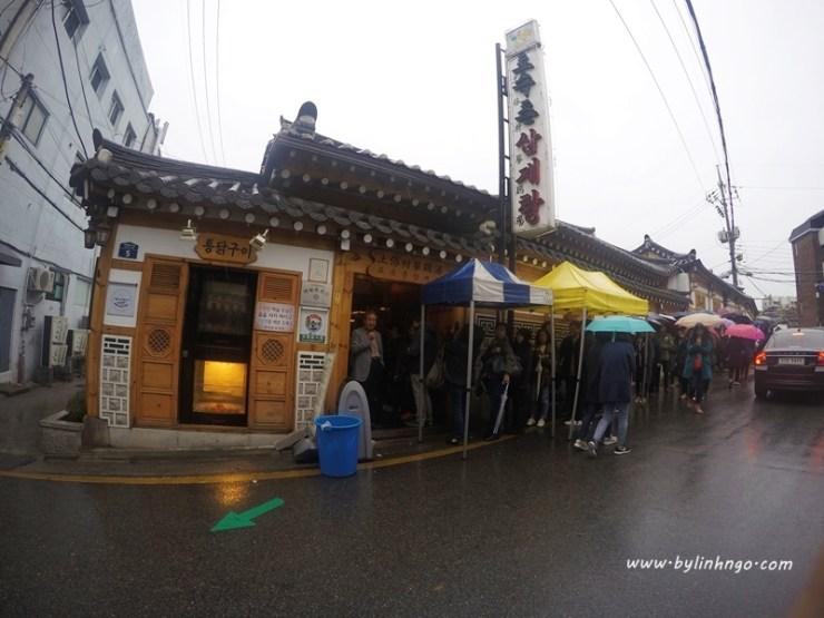 Tosokchon - Gà Hâm Sâm Seoul. May mà 2 đứa đi sớm không thì cũng phải xếp hàng như này