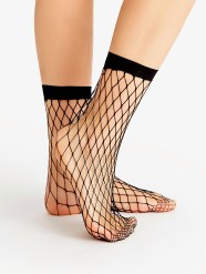 http://fr.shein.com/Black-Fishnet-Ankle-Socks-p-347230-cat-1899.html?utm_source=bymaelle.wordpress.com&utm_medium=blogger&url_from=bymaelle