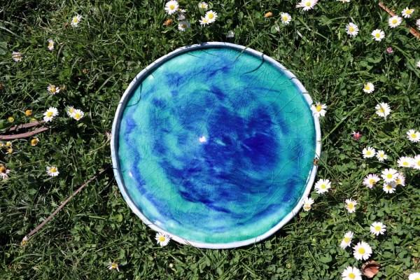plat décoratif en grès bleu turquoise et foncé