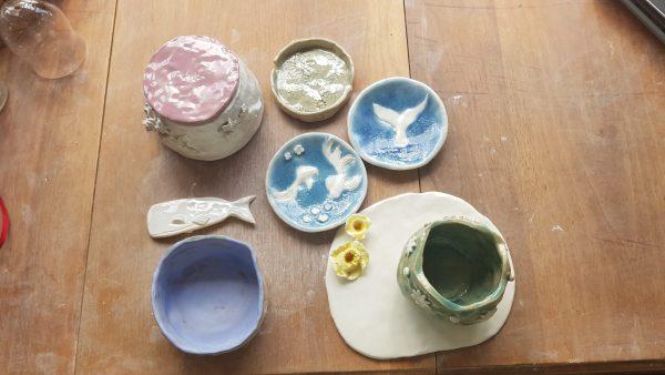 réalisation céramique de toute une famille lors d'un atelier privé