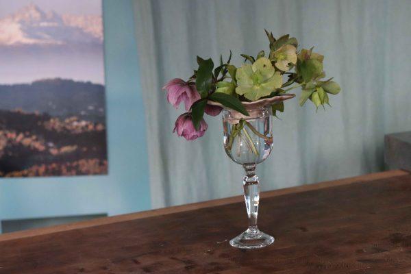 pique fleurs col moyen modèle - grès rouge émail rosé brillant sur verre à pied