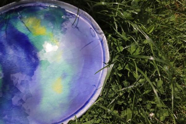 plat décoratif en grès bleu et vert turquoise