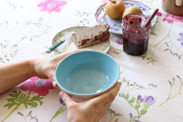 Bol pour petit-déjeuner coloré décoré de pattes de chien ou de chat
