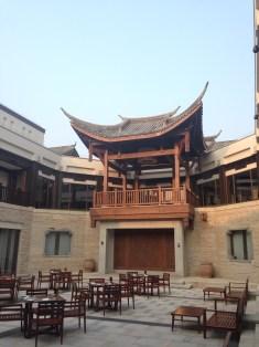 Banyan Tree Chongqing Beibei's grand courtyard/dining area