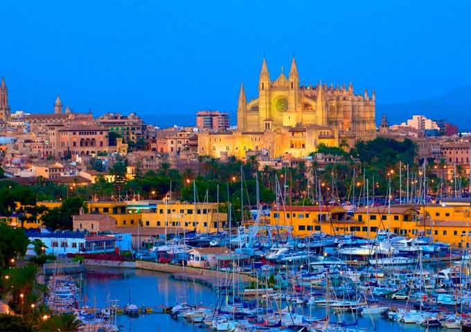 Puerto de Palma de Mallorca para Viaje de Vacaciones en Velero a Mallorca