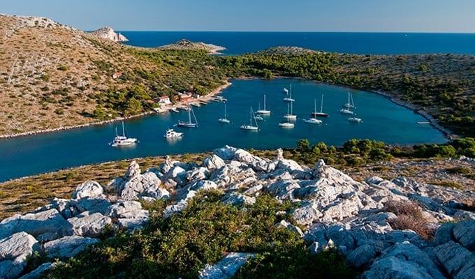 Viaje de Vacaciones en Velero a Croacia - Islas Kornati - Bahía de Lavsa