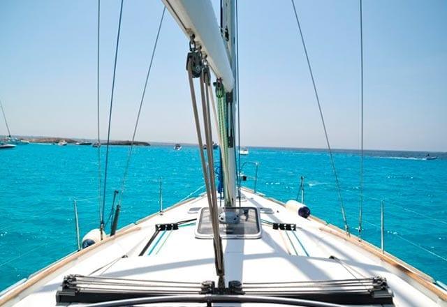 Proa del Alquiler de Velero Oceanis 43 en Ibiza