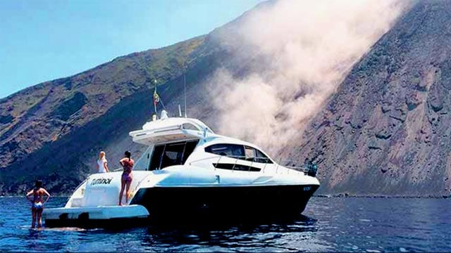 Navegar en Sicilia en la Sciara del Fuoco
