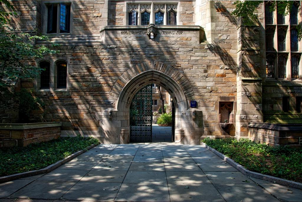 One entrance to Reed College.
