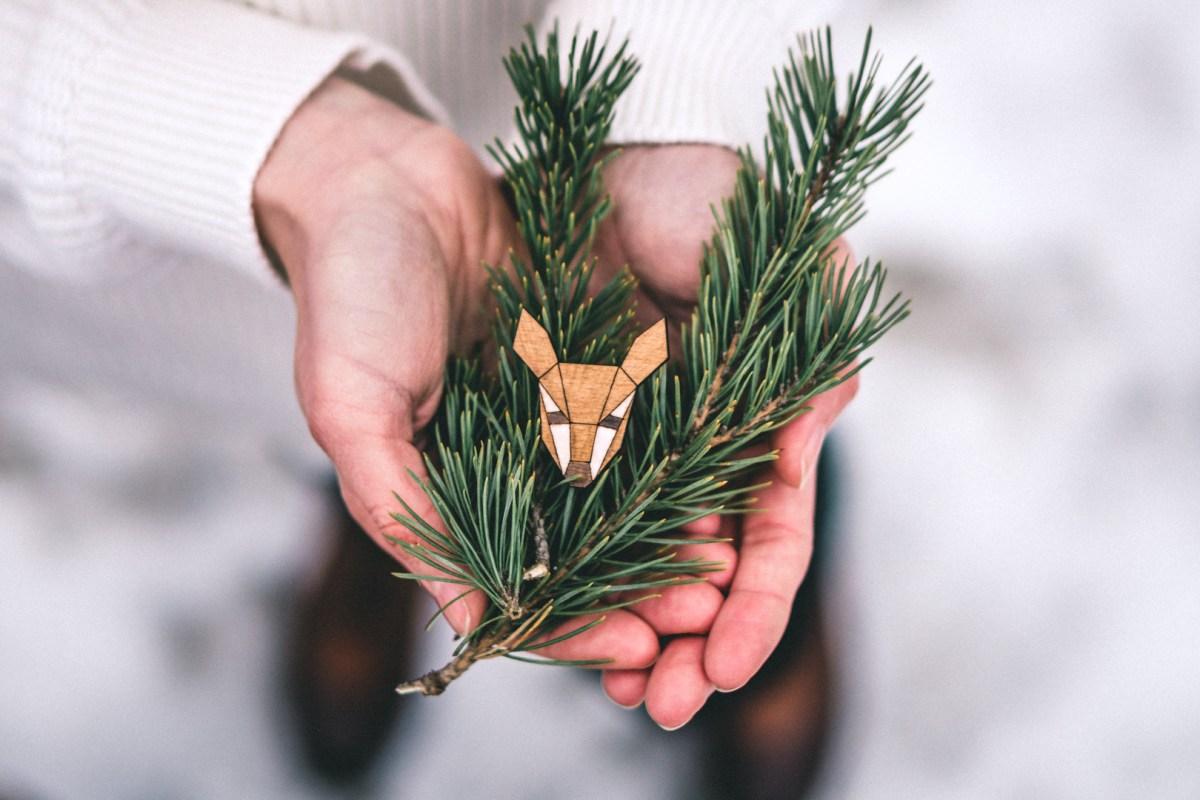 Dřevěná brož - Dear doe