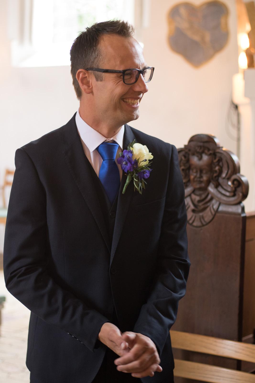 Tine og Allans bryllup - gommen venter