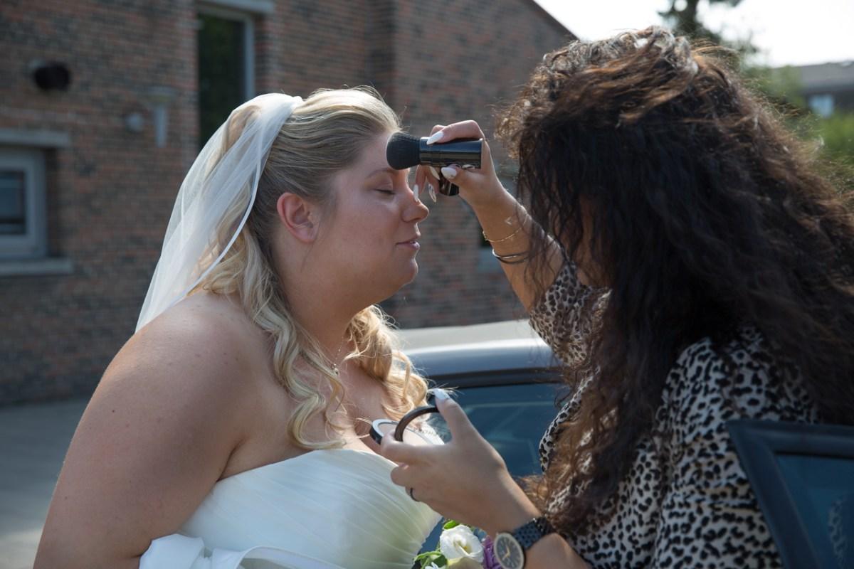 Brudens makeup friske op
