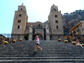 cefalu-sicily-italy-town-centre