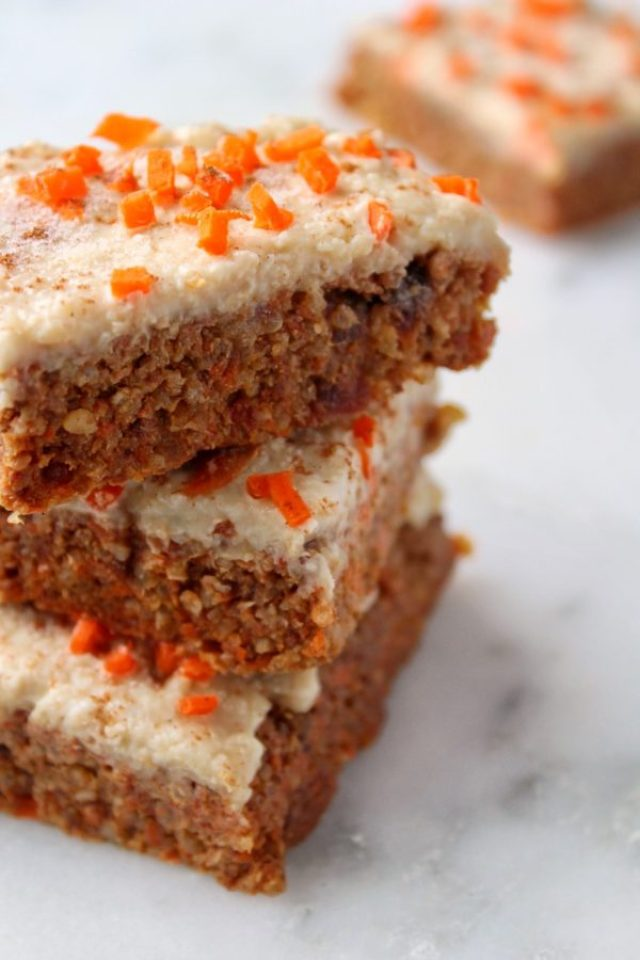 Carrot Cake Quinoa Bars are a nutritious (and delicious!) way to satisfy your sweet tooth! Packed with protein, fiber, and healthy fats, these gluten-free and vegan bars make the perfect on-the-go breakfast or snack! www.bytesizednutrition.com