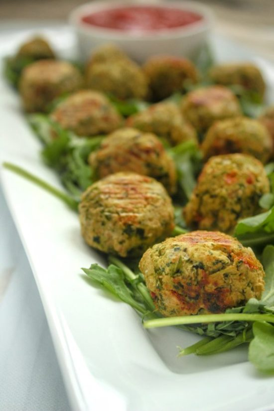 Greens & Beans Vegetarian Meatballs are a quick, easy, and affordable freezer-friendly meal that's packed with plant-based protein and flavor! Serve with your favorite dipping sauce for a simple appetizer or toss with pasta for a satisfying meatless meal. | www.bytesizednutrition.com