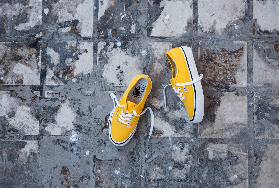 sp17_classics_vn0a38enmra_authentic44dx-anaheimfactory-yellow_elevated
