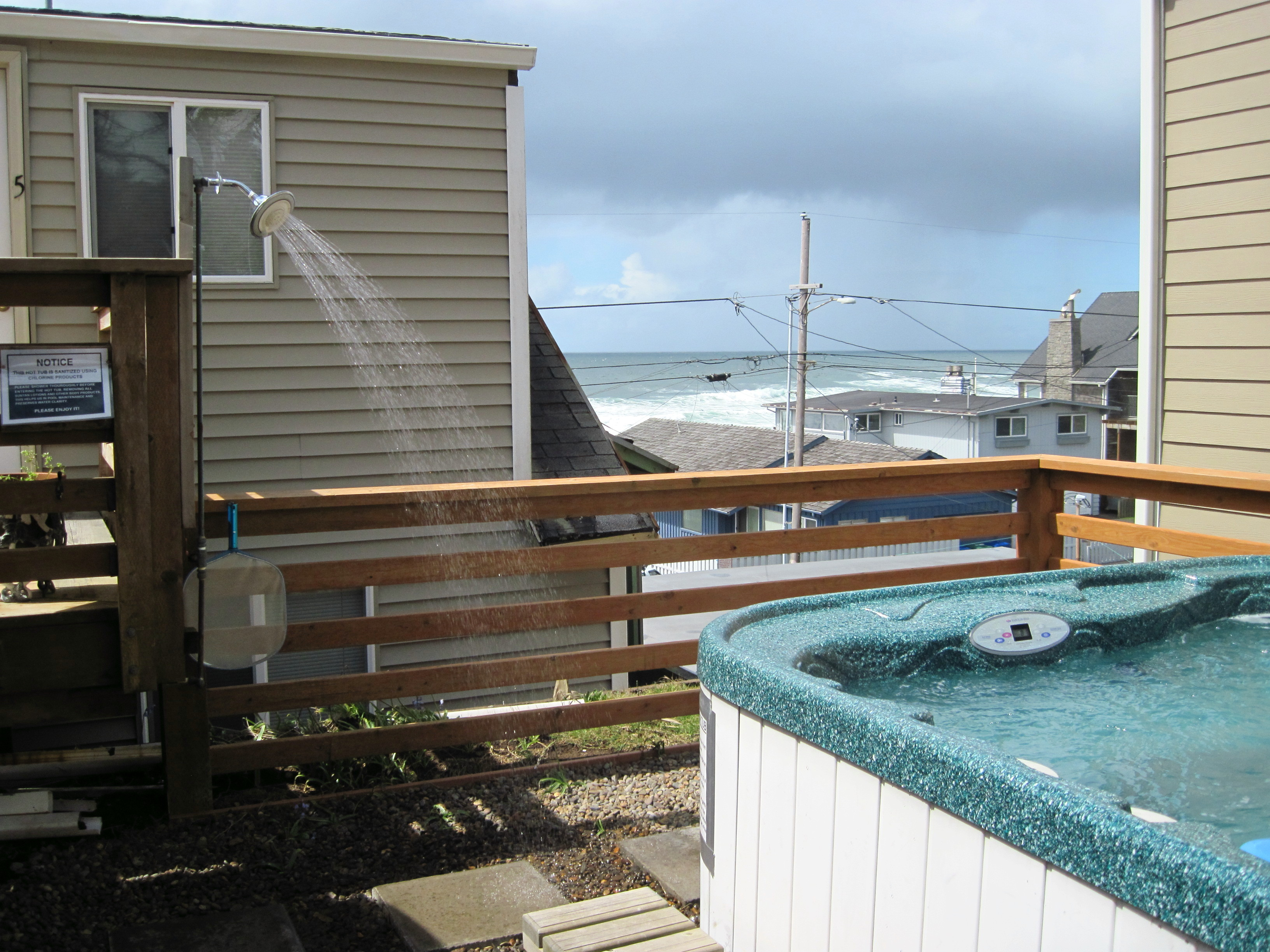 hot tub, shower and view2 - Ocean View Lodging Lincoln City Oregon