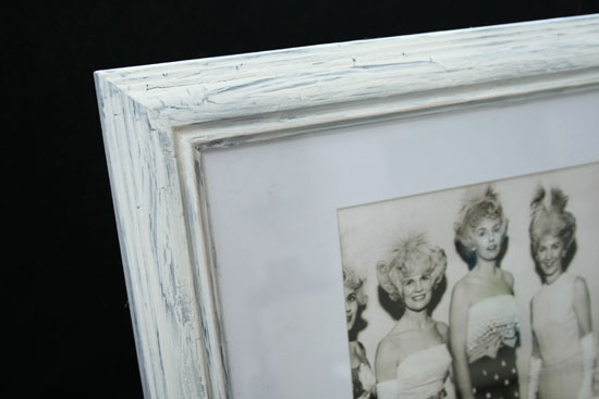 DIY - Making a new frame look old | By Wilma