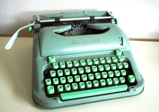 vintage typewriter thrift store find