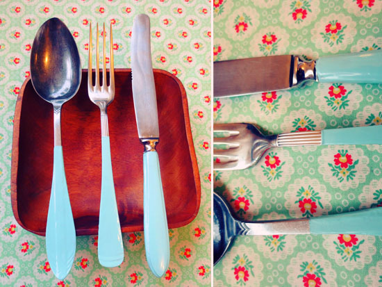 Paint mismatching cutlery with nail polish and make it a set. The nail polish will give it an enamel look! @ By Wilma