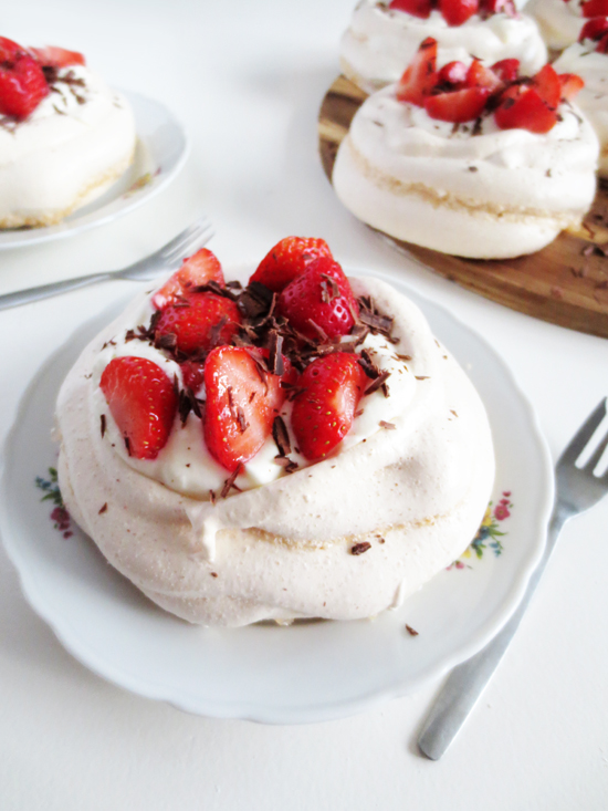 recipe - strawberry pavlova
