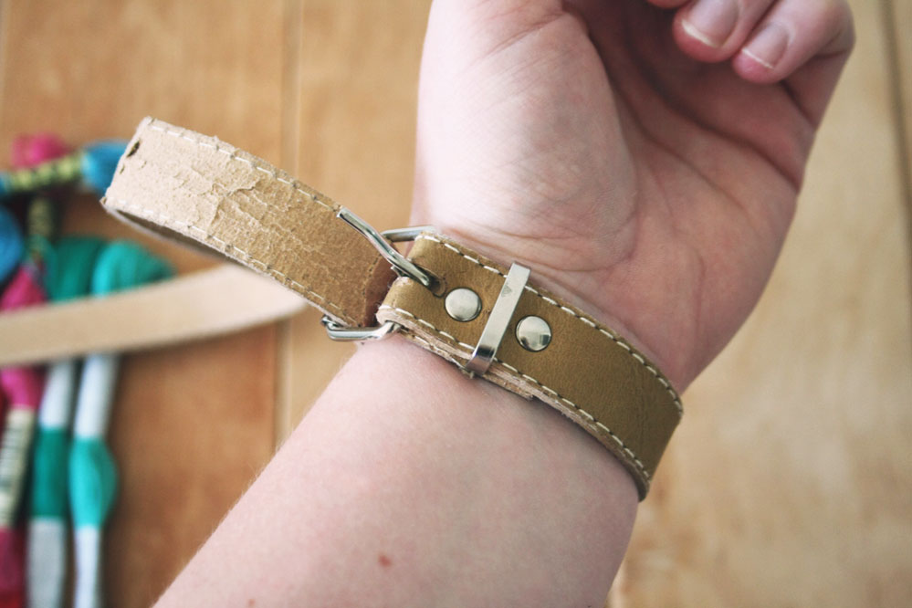 DIY - Bracelet from a recycled belt
