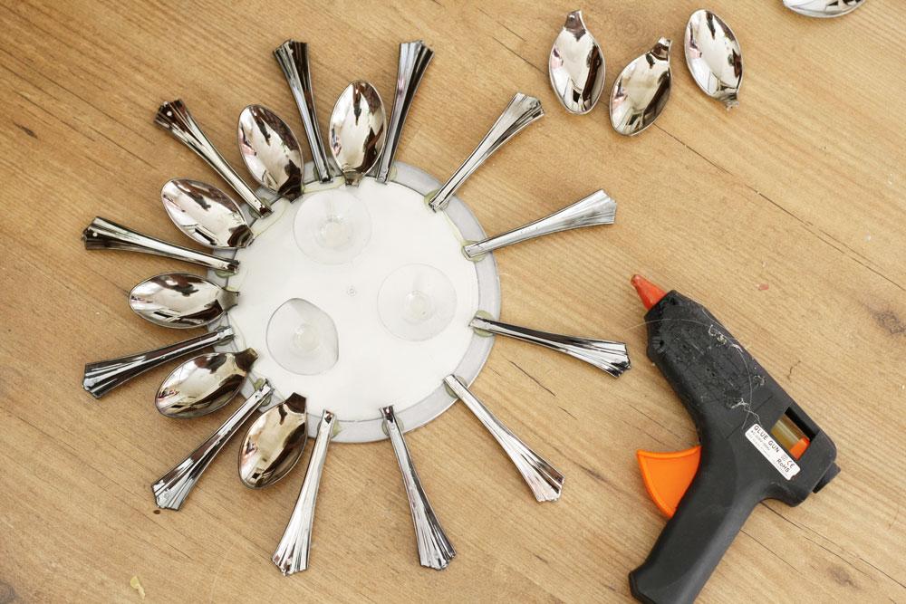 A super pretty sunburst mirror created with disposable plastic cutlery!