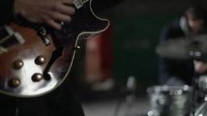 Bert Dockx en zijn gitaar