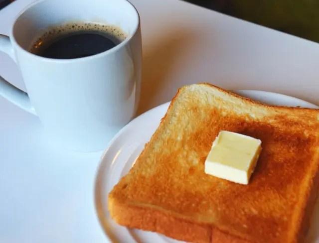 コーヒーとバタートースト