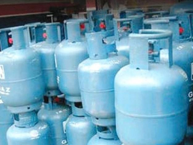 کراچی میں فی کلو ایل پی جی کی قیمت بڑھ کر 110 روپے تک جا پہنچی ہے۔ فوٹو: فائل
