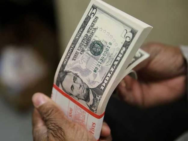 صرف1ماہ میں3ارب8کروڑ60لاکھ ڈالر کاتجارتی خسارہ۔ فوٹو: فائل