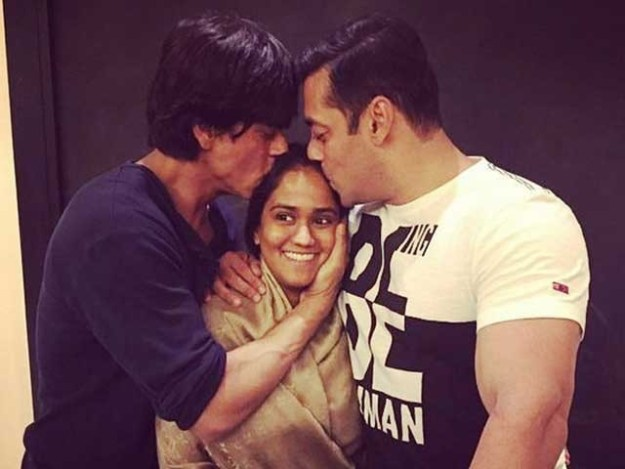 شاہ رخ خان نے ارپیتا سے وعدہ کیا ہے کہ وہ ان کے شوہر آیوش کی نئی فلم کی تشہیر میں بھرپور مدد کریں گے؛فوٹوفائل